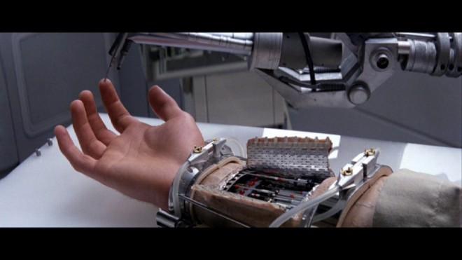 """היד התותבת מ- """"מלחמות הכוכבים"""". מדע בדיוני בעבר, מתקרבת למציאות כיום."""