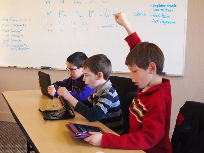 טלפונים חכמים וטאבלטים מתחילים למצוא את דרכם לתוך הכיתות - והמורים היצירתיים מתחילים למצוא להם שימוש. מקור