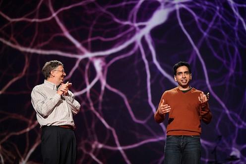 """סלמן חאן זוכה למחיאות כפיים סוערות מהקהל - ומביל גייטס שהכתיר אותו בתואר """"המורה הטוב ביותר בעולם"""" בכנס טד 2011. מקור: פליקר"""