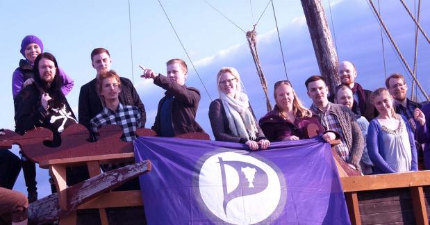 הפיראטים באים: מפלגת הפיראטים כובשת אתאיסלנד