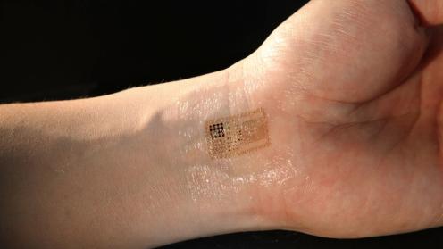 קעקוע אלקטרוני - מדבקה שקופה דקה הנצמדת לעור ונושאת רכיבים אלקטרוניים כחיישנים, מיקרופון, נורות LED ואפילו מחטים זעירות