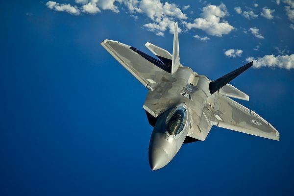 באג המחשב שתקע טייסת של מטוסי הקרב היקרים בעולם בלבים