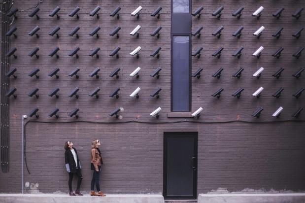 על שוטרי-העל של לונדון – וכיצד הם מוחלפים באלגוריתמים (גרועים) לזיהויפנים
