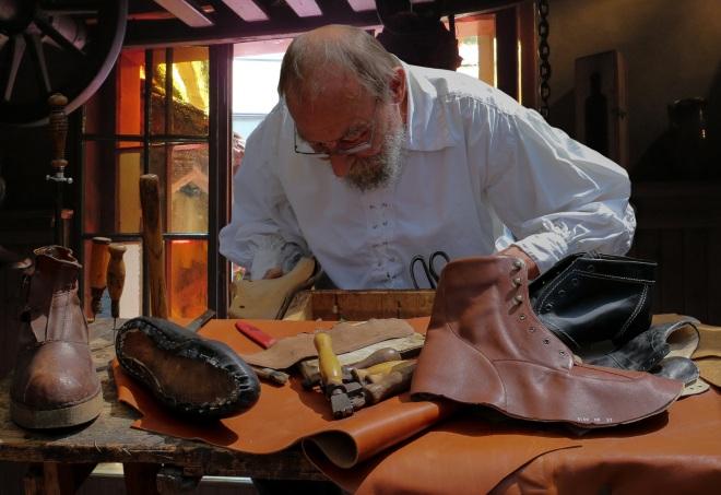 shoemaker-852994.jpg